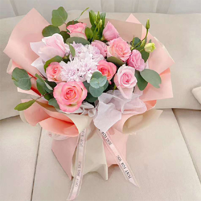 10 pink roses